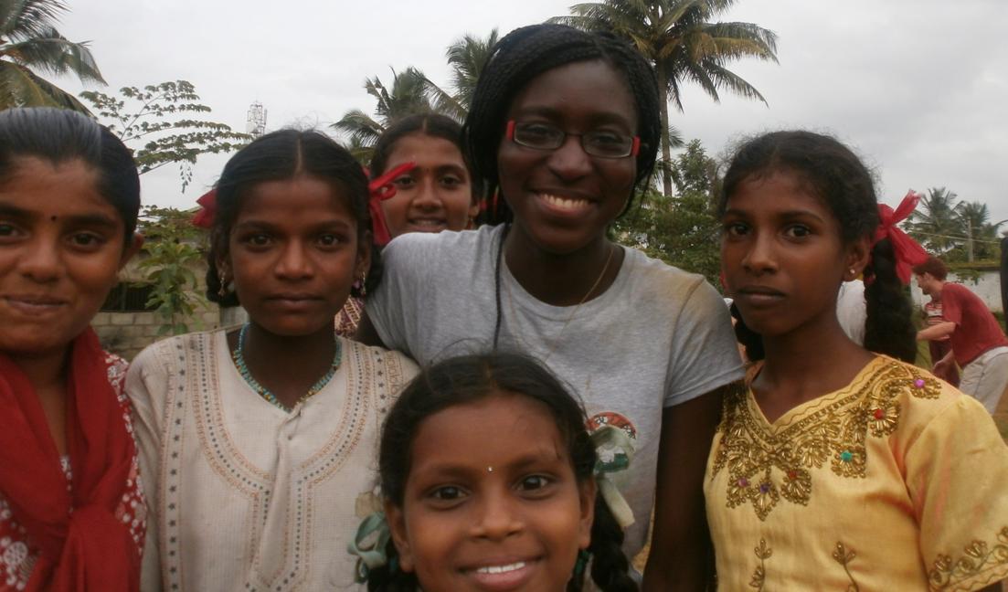 Florabella Dibangou pendant son séjour avec Inde Espoir