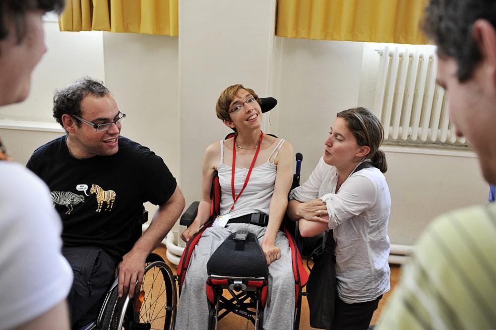 """Forum sur le thème """" Rencontrer la personne handicapée avec ses différences et ses richesses"""", lors de JPentecôte 2012"""