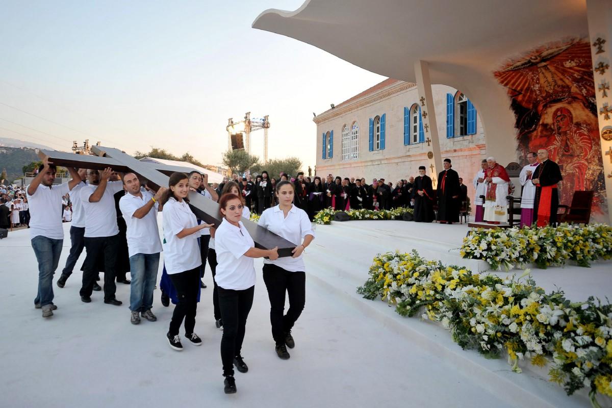 Rencontre de Benoît XVI avec les jeunes portant la Croix des JMJ