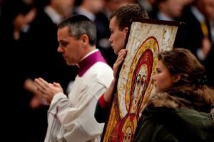 François confie l'icône « Maria, Sedes Sapientiae » au monde étudiant français