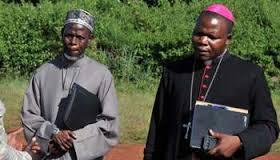 L'archévêque et l'imam ensemble comme signe de paix