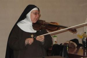 Clarisses - Troyes - Nuit des monastères - soeur au violon -