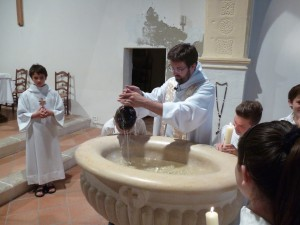 prêtre baptême