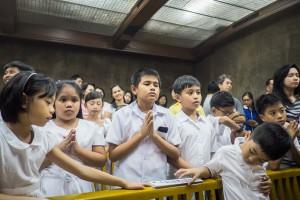 La prière dans le quotidien des Philippins Crédits : Jean-Matthieu GAUTIER/CIRIC