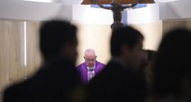 Le Pape François, lors de la messe matinale dans la chapelle de la maison Sainte-Marthe, au Vatican jeudi 19 février 2015. Copyright : L'Osservatore Romano