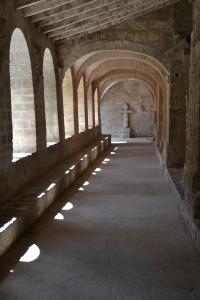 Cloître de l'abbaye de St Guilhem le Désert
