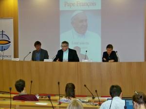 """Conférence de presse à la Conférence des Evêques de France (CEF) pour la sortie de l'encyclique du pape François """"Laudato si"""" (Loué sois-tu)"""