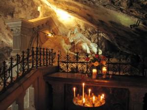 Dans la grotte du sanctuaire de la Sainte-Baume