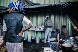 Unrestaurant informel propose des plats éthiopiens traditionnels et des boissons chaudes. Crédits : Ciric / Guillaume Poli