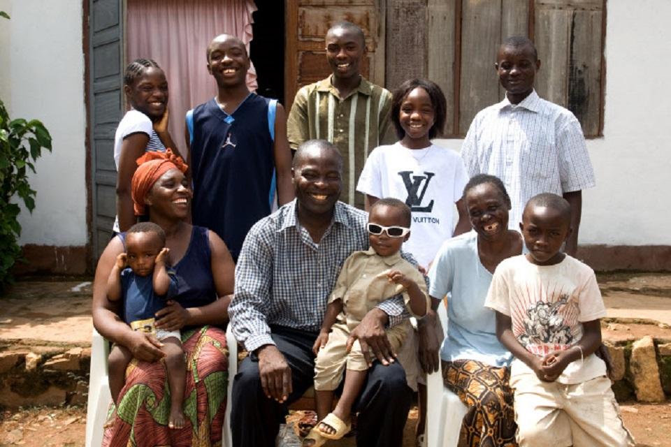 La famille vu d 39 afrique r inventer le sens de la for Les problemes de la famille nombreuse