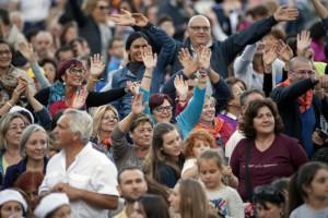 La foule de fidèles, lors de la veillée de prière pour l'ouverture du synode sur la famille.  Crédits : Alessia GIULIANI/CPP/CIRIC