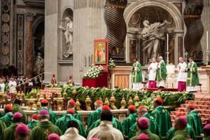 Messe d'ouverture du synode sur la famille, célébrée par le pape François en la Basilique Saint-Pierre de Rome Crédits : M.MIGLIORATO/CPP/CIRIC