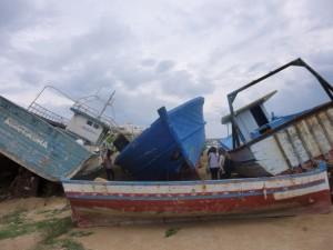 Dans le cimetière de bateaux