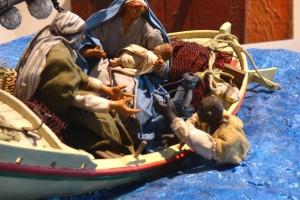 Sculpture à Lampedusa représentant la Sainte Famille rescapant un naufragé