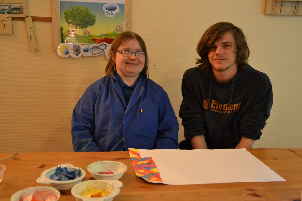 Cédric, avec Isabelle, à l'atelier occupationnel