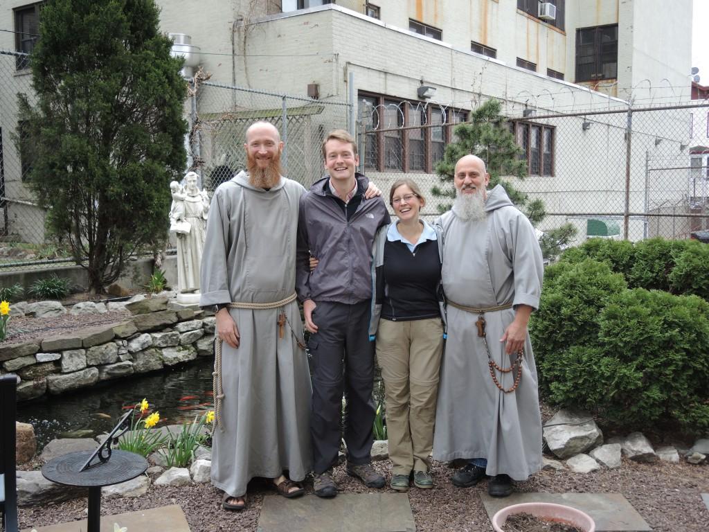 Alix et Benoit avec les franciscains du Bronx