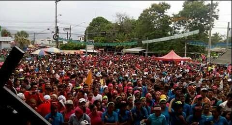 Marche jusqu'au stade, grand mouvement de foule
