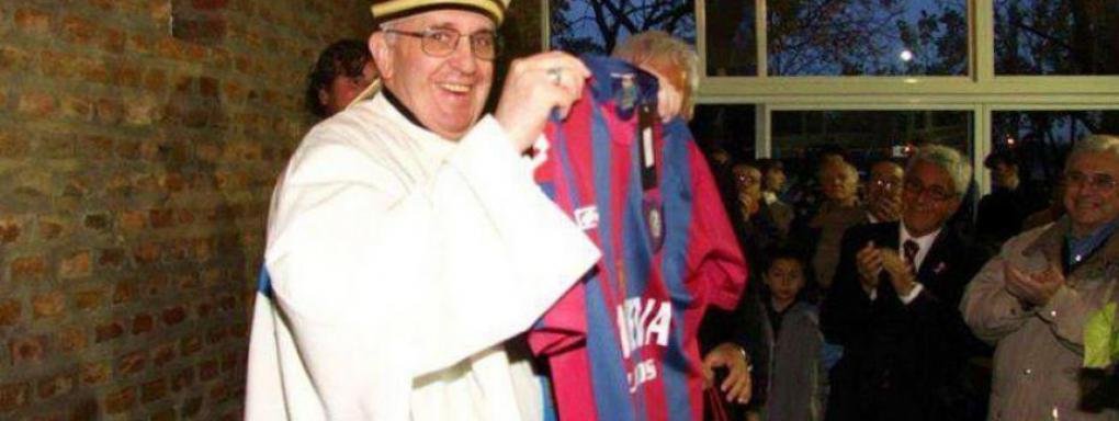 pape-francois-montre-maillot-san-lorenzo