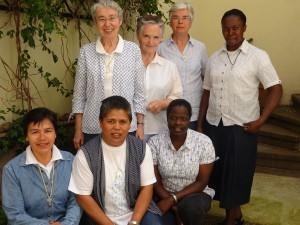 De gauche à droite et de haut en bas: Sr Christine, Sr Thérèse, Sr Micheline, Sr Justine (Ouganda), Sr Maria (Pérou), Sr Lucie (Madagascar) et Sr Regina (Kenya).