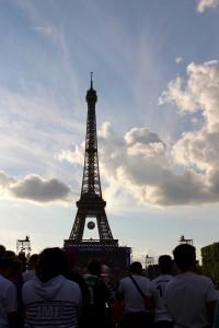 Damien  Les JMJistes dans la fan zone à Paris pour France-Suisse