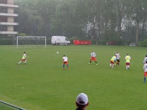 La demi-finale sous la pluie, qui n'a pas découragé les joueurs !