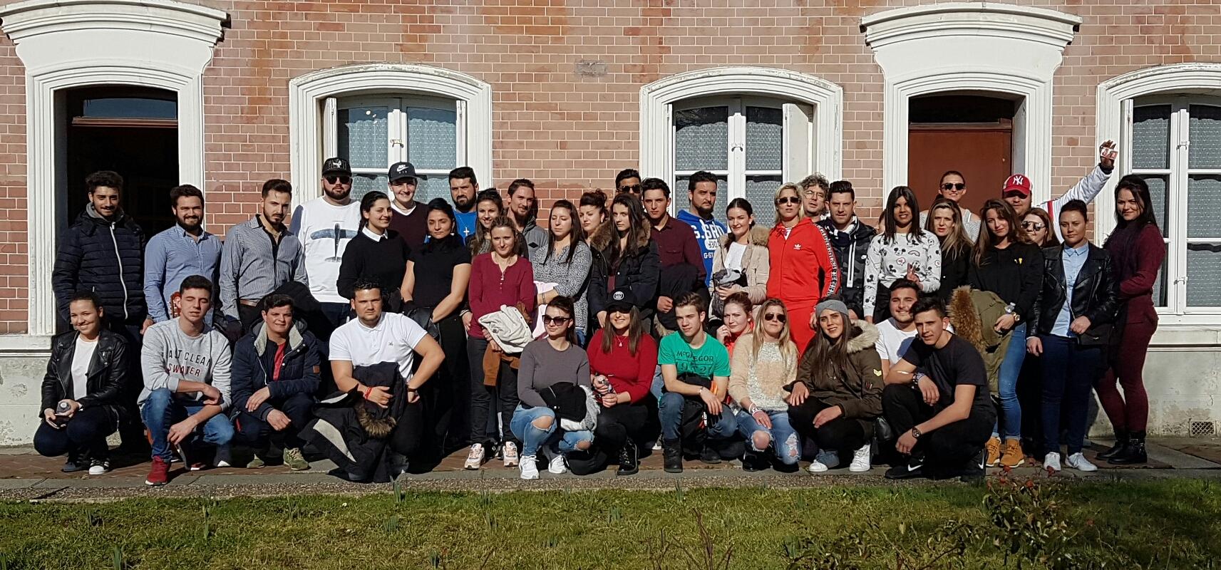 Le groupe des jeunes voyageurs à Lisieux