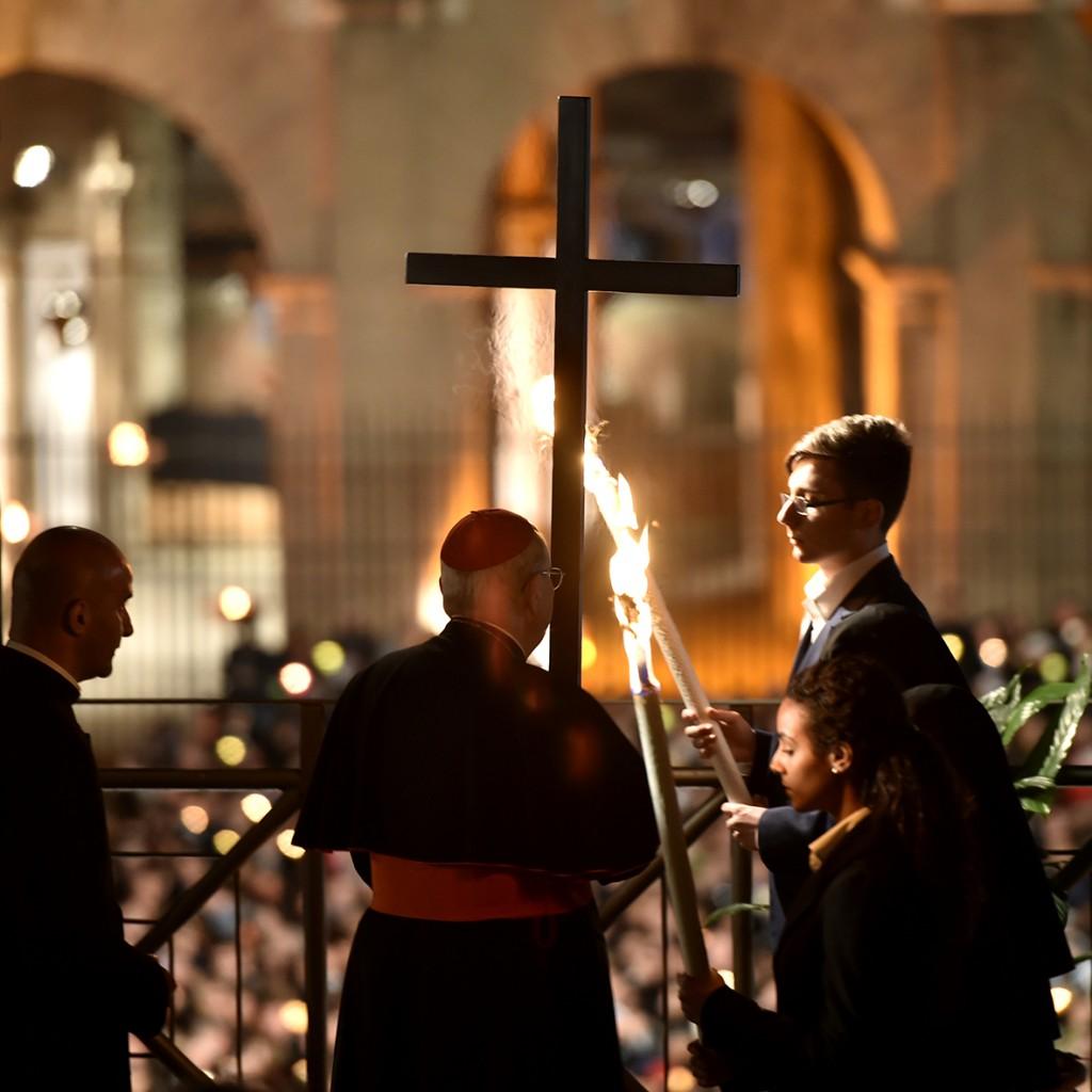 Papa-Francesco-Roma-3-aprile-2015-via-Crucis-al-Colosseo-05-1024x1024